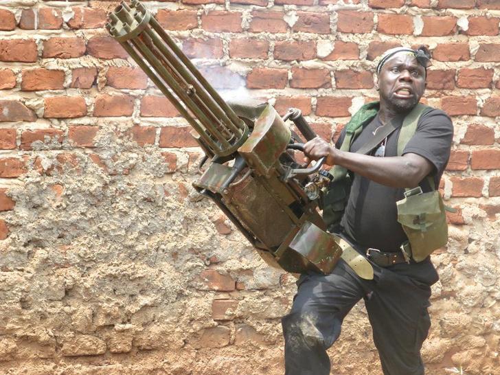 Фото №1 - «Угандийские неудержимые»: как в Африке снимают боевики за 200 долларов