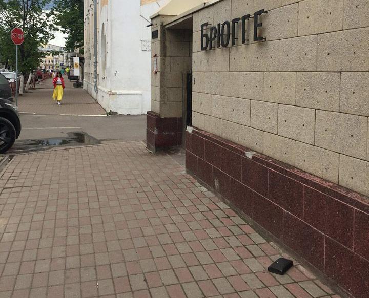 Фото №3 - В Ярославле установлен памятник Потерянному Бумажнику, и его практически невозможно украсть!