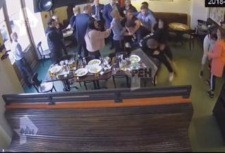 Появилось полное видео потасовки Кокорина и Мамаева с чиновниками в ресторане