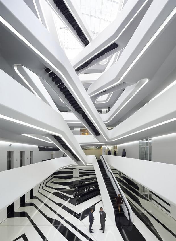 Фото №10 - Самые крутые здания женщины-архитектора Захи Хадид (плюс российские проекты и туфли)