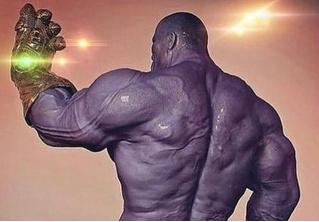 Актер Джош Бролин показал, как выглядит голый Танос