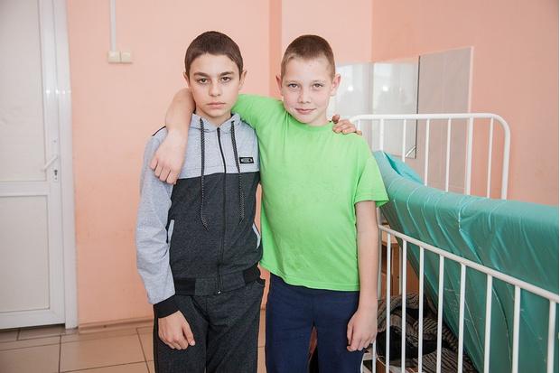 Фото №2 - Уральским охотникам за спасение потерявшихся в лесу детей подарили педикюрные наборы