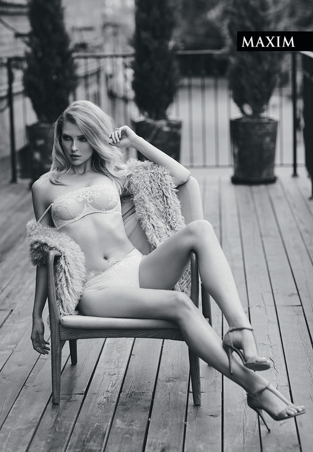 Фото №2 - Сцена на балконе: Светлана Степанковская в нашей новой фотосессии