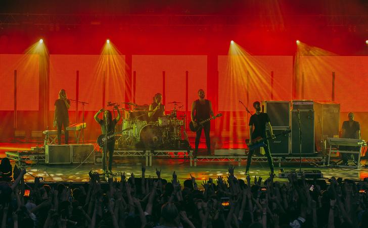 Фото №11 - Лечение роком. Что вытворяют на своих концертах культовые британцы Placebo