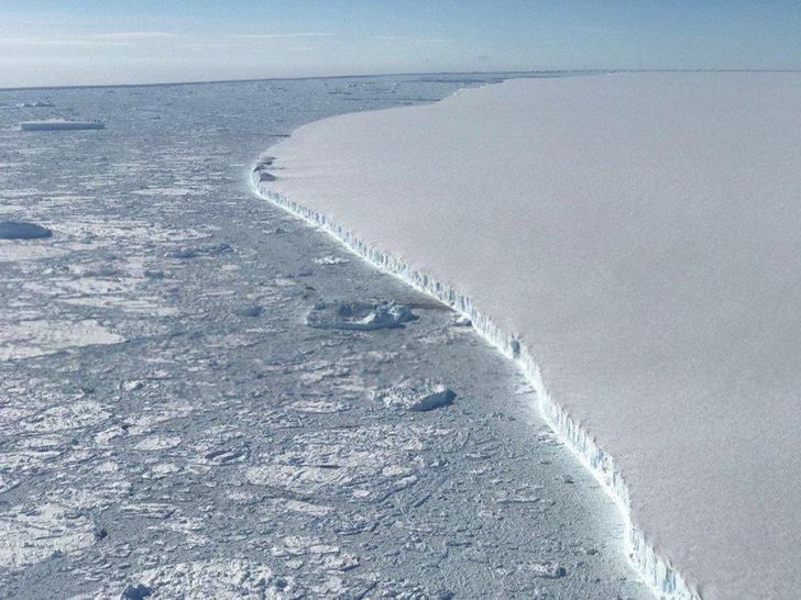 Фото №1 - Айсберг размером с две Москвы откололся от Антарктиды