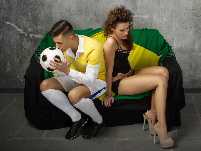 Фото №2 - Как заставить девушку полюбить футбол