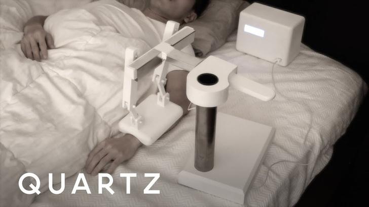 Фото №1 - Этот робот будет смотреть, как ты умираешь. Но это добрый робот (ВИДЕО)