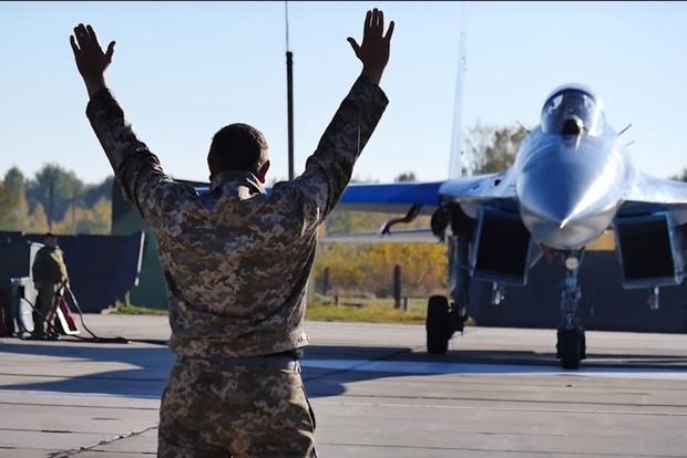 Фото №1 - На Украине устроили учебный бой между Су-27 и F-15 (видео)
