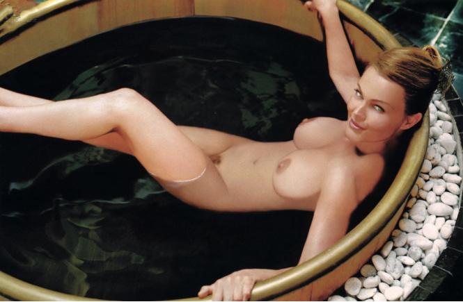 Фото №4 - Марго Робби, Белинда Карлайл и другие самые сексуальные девушки этой недели