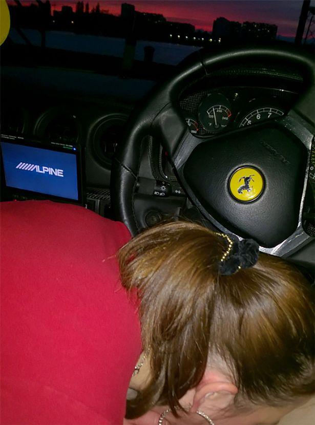Фото №3 - Парень выставил на eBay «Феррари» с фото, на котором девушка делает ему догадайся что!