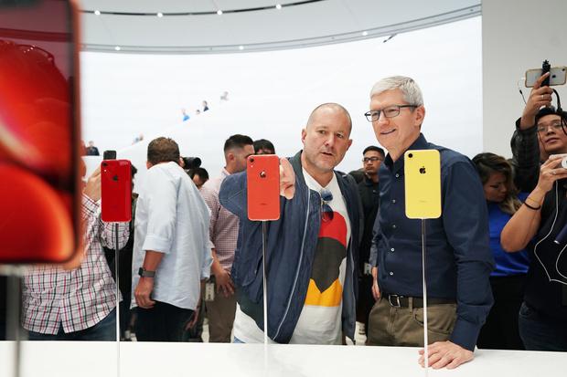 Фото №1 - Apple представила новые смартфоны и часы