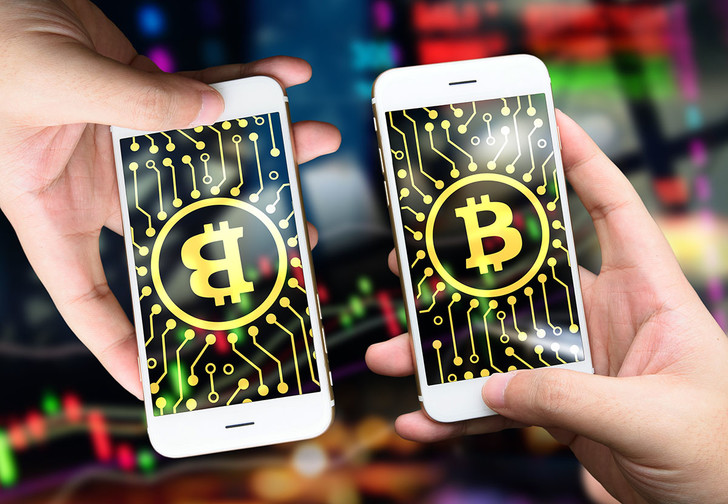 Фото №1 - После бунта майнеров биткоин разделился на две криптовалюты