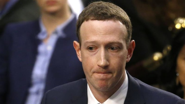 Фото №1 - Акционеры хотят, чтобы Цукерберг ушел