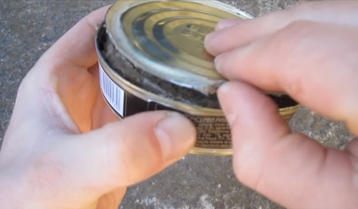 Фото №4 - Как открыть консервы без открывашки: 2 проверенных способа (видео)