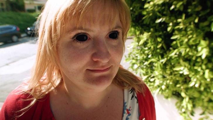 Фото №1 - Купи контактные линзы, затемняющиеся на солнце, и обрадуй окружающих (ВИДЕО)