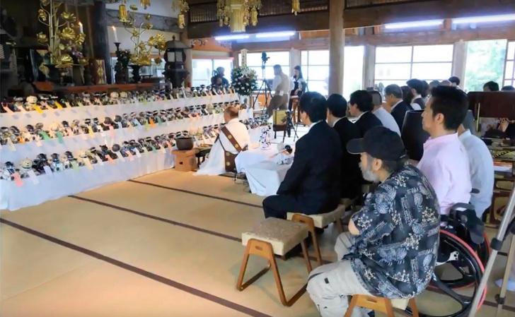 Фото №1 - Посмотри, как выглядят традиционные японские похороны робособак (ВИДЕО)
