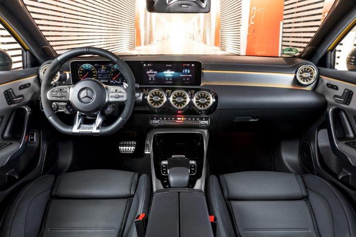 Фото №4 - Mercedes-AMG A35: солнечный зайчик