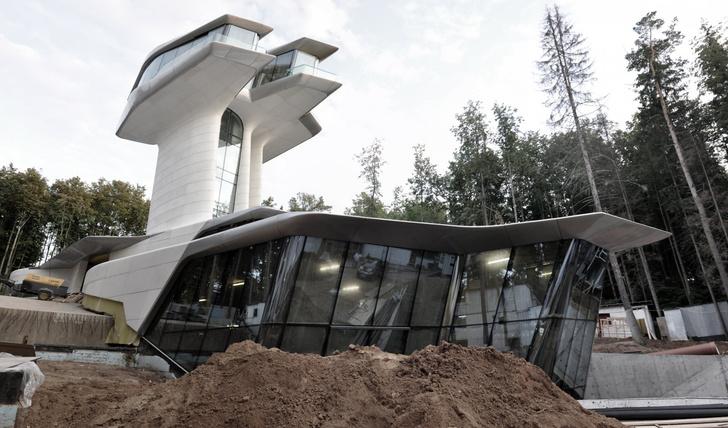 Фото №12 - Самые крутые здания женщины-архитектора Захи Хадид (плюс российские проекты и туфли)