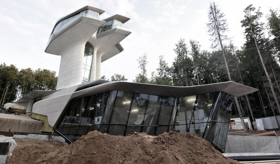 Самые крутые здания женщины-архитектора Захи Хадид (плюс российские проекты и туфли)