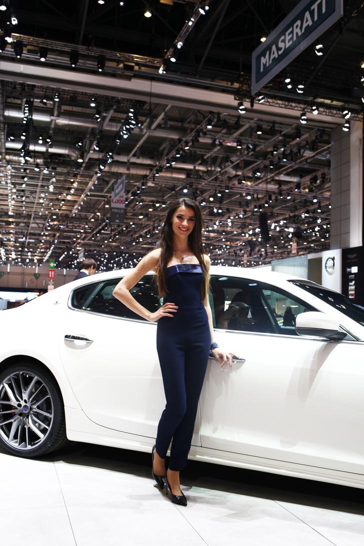 Фото №8 - Лучшие девушки автосалона в Женеве