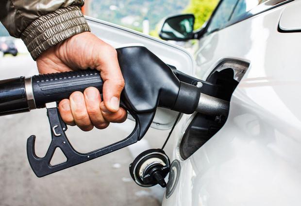 Фото №1 - Что делать, если бензин в баке закончился? Пошаговый гид