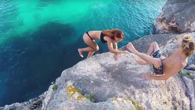 Фото №1 - Спустя год стало известно, кем была упавшая со скалы девушка из вирусного видео