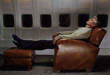 Фото №1 - Завладеть подлокотником в самолете