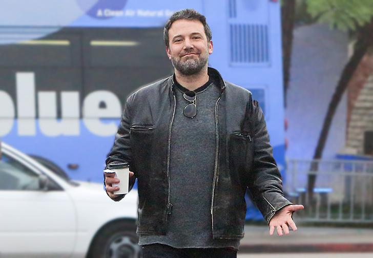 Фото №1 - В «Твиттере» при помощи Бена Аффлека нашли способ определить, богат ли человек, по тому, как он носит ноутбук
