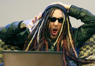 Видеосалон: основатель культовой группы Korn смотрит и оценивает русские клипы