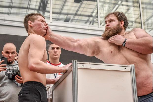 Фото №1 - Сибиряк по прозвищу Пельмень выиграл чемпионат по пощёчинам (видео)