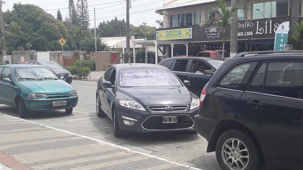 Фото №1 - Как здорово выезжать с парковки, если у тебя пять колес (ВИДЕО)