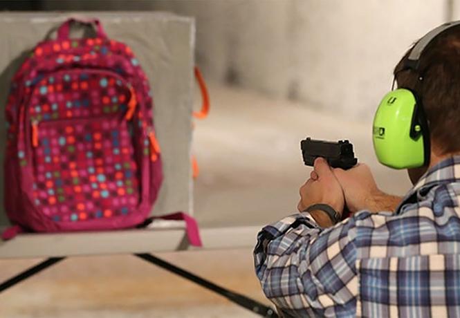 Фото №1 - В США в продаже появились пуленепробиваемые ранцы для школьников