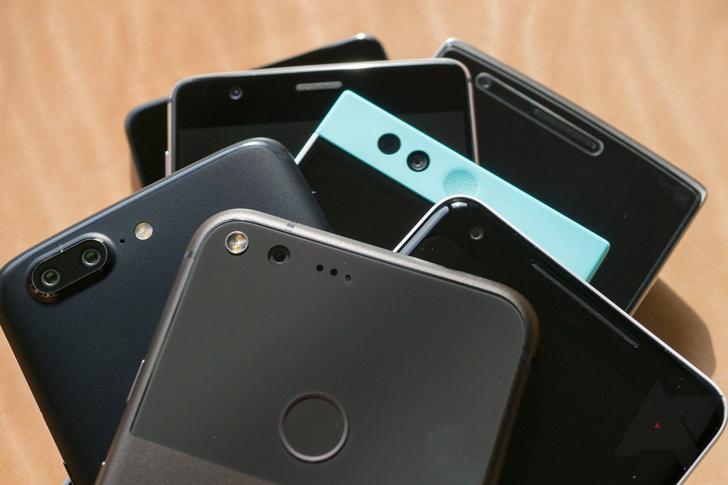 Фото №1 - Google начнет брать плату с производителей смартфонов за установку сервисов на Android