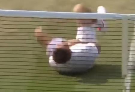 Бьоркману прилетело мячом по голове, и он принялся тонко троллить Неймара (насмешливое ВИДЕО)
