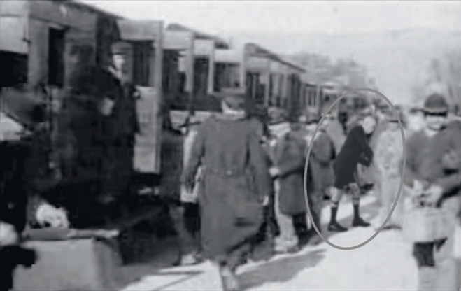 Прибытие поезда возьми вокзальчик Ла-Сьота