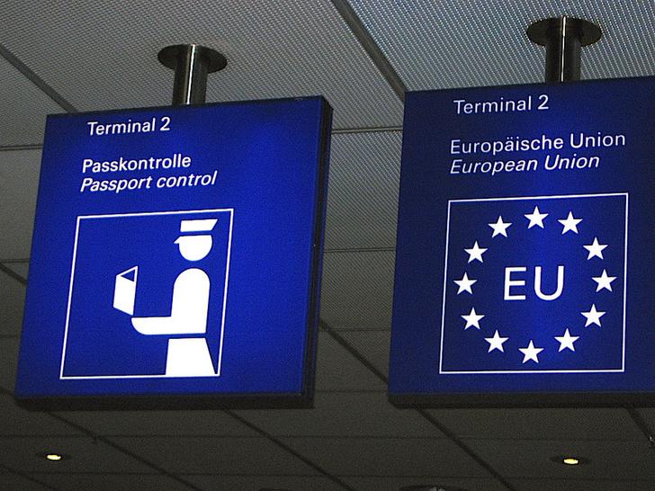 Фото №1 - Евросоюз установит на пограничных пунктах роботов с детектором лжи