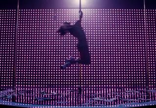 Джей Ло танцует у шеста в трейлере фильма «Стриптизерши»