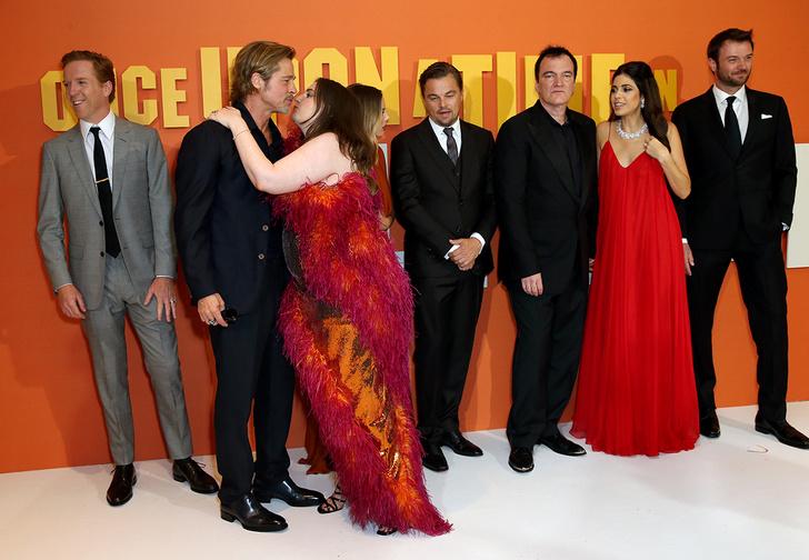 Фото №1 - Лина Данэм попыталась поцеловать Брэда Питта, и всему Интернету теперь неловко