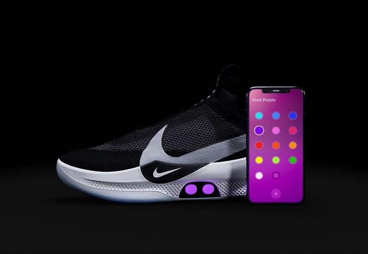 Фото №1 - Умные кроссовки с автоматической шнуровкой от Nike сломались после обновления приложения