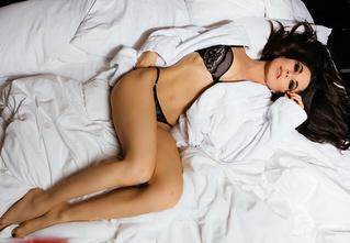 Анна Плетнева прислала нам свои фото в постели!