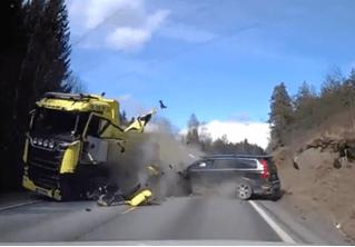 «Встречка», она и в Европе «встречка»: универсал Volvo со всего маху влетает в грузовик (ВИДЕО)