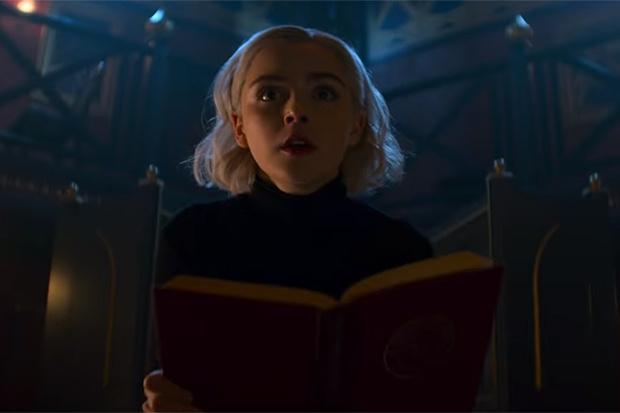 Фото №1 - Сабрина — маленькая ведьма — произнесла заклинание второго сезона. И явился трейлер