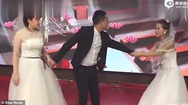 Фото №2 - Китайскую свадьбу попыталась сорвать еще одна появившаяся невеста, но жених остался непреклонен (грустное видео)