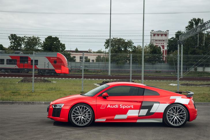Фото №6 - Главный суперкар Баварии обновили. Мы об Audi R8, если что