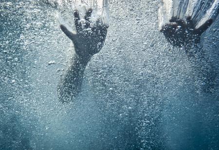 Пропавшую в океане женщину нашли 1,5 года спустя на том же месте и в той же одежде! Живую!