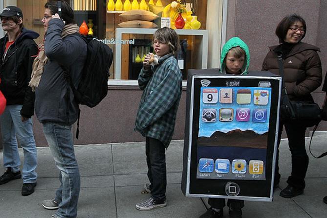 Фото №7 - Самые нелепые примеры косплея iPhone в истории!