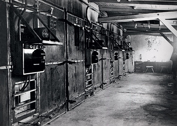 Освенцимский крематорий. Снимок  1945 года