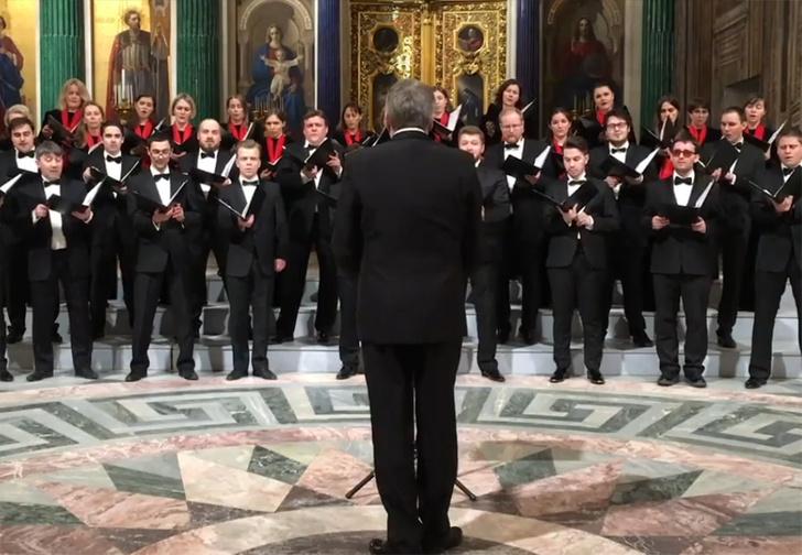 Фото №1 - В Исаакиевском соборе хор спел песню про бомбардировку США