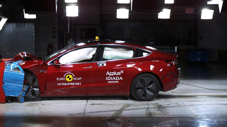Фото №1 - Садись, пять! Tesla 3 стала рекордсменом в краш-тестах EuroNCAP (видео)