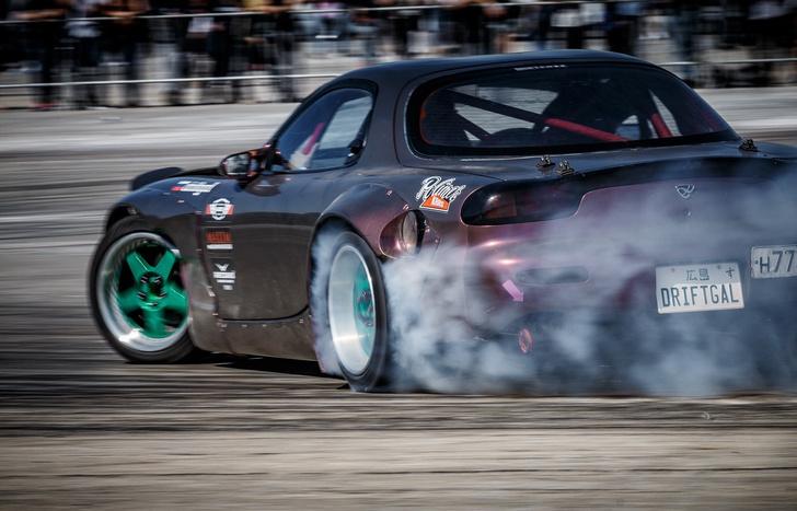 Фото №1 - Spectrol Turbo Fest: автотюнинг, дрифт, грид-гёрлс и взрывы баса